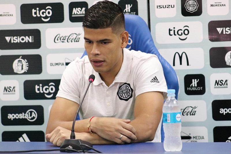 El jugador vallenato Jorge Arias ha sido consultado por diferentes medios de comunicación para dar detalles de cómo avanzan los protocolos en Paraguay.  FOTO: CORTESÍA.