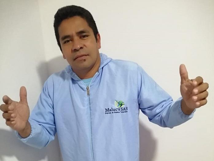 Pablo Gutiérrez, trabajar como vigilante en el centro hospitalario y paralelamente dedica su tiempo a la música.  FOTO/CORTESÍA.