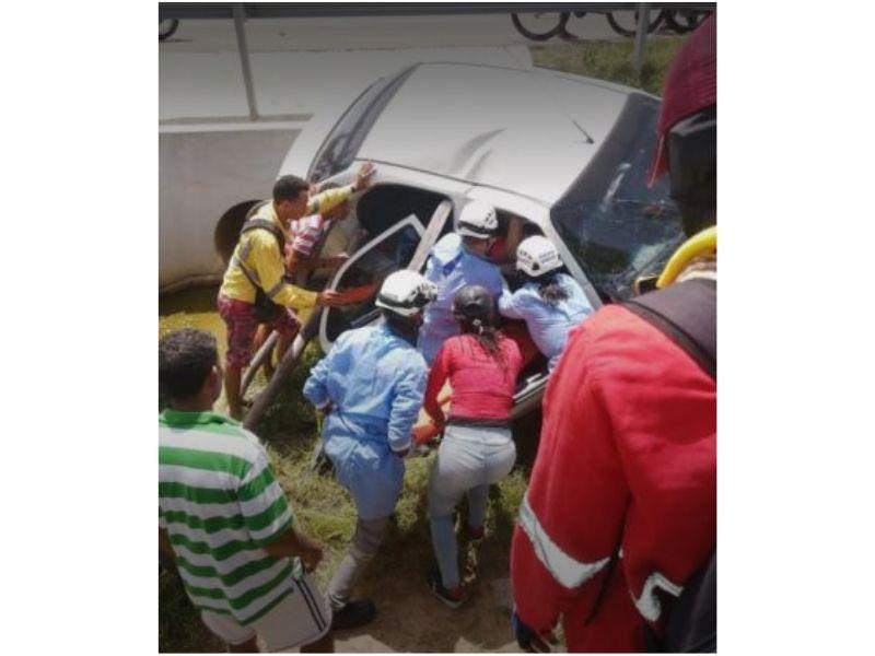 El accidente sucedió a la altura del corregimiento de La Loma.   FOTO/CORTESÍA.
