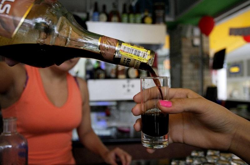 La venta de alcohol no se ha realizado de manera presencial en establecimientos nocturnos, pero sí a través de plataformas digitales y por domicilio.   FOTO/REFERENCIA.