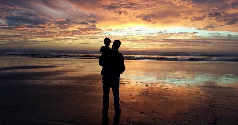 Padre e hijo deben andar siempre por distintos caminos de la vida.  FOTO/REFERENCIA.