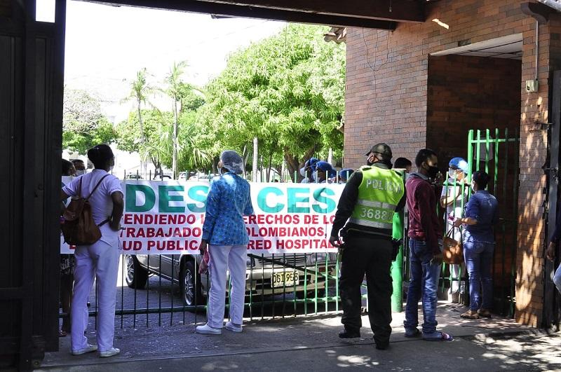 Los empleados del Hospital Rosario Pumarejo de López han protestado varias veces por el pago de sus sueldos.   FOTO/JOAQUÍN RAMÍREZ.
