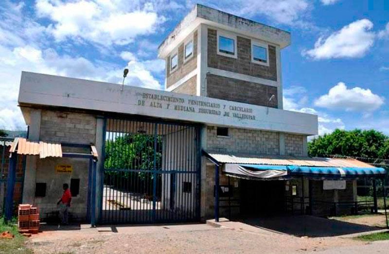 Este centro carcelario se encuentra vía a la Mesa.   FOTO/REFERENCIA.