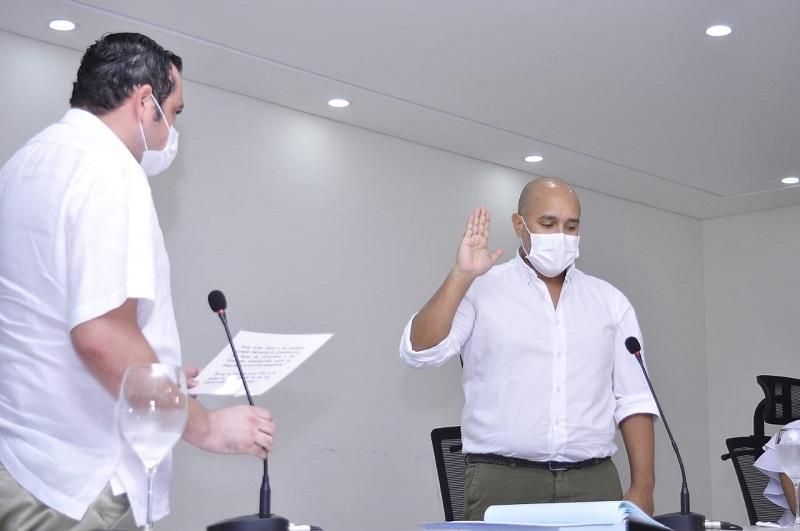 Ante el presidente de la Duma tomó posesión el gobernador encargado del Cesar, Wilson Solano.   Foto: Joaquín Ramírez/EL PILÓN