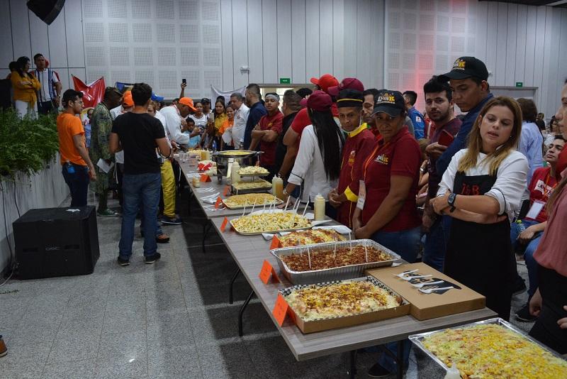 Un plato de comida rápida como lo es la salchipapa, que es apetecido por la diversidad de sus ingredientes, tendrá su espacio especial en la Feria Gastronómica Virtual 'Nuestro Sabor'. Estas imágenes son del concurso del 2019. Sergio Mcgreen/EL PILÓN
