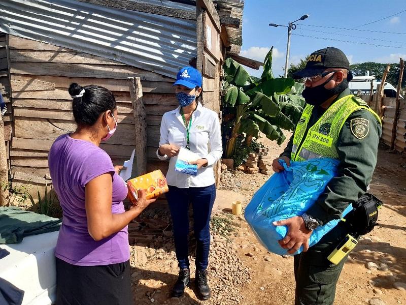 Comunidades de los barrios vulnerables recibieron las ayudas de la Policía Nacional.