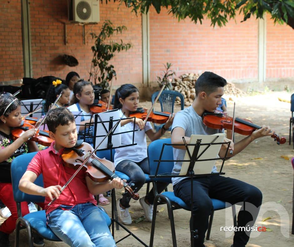 Las clases inician el 1 de septiembre a través de la plataforma digital Edmodo.   Foto/Cortesía.
