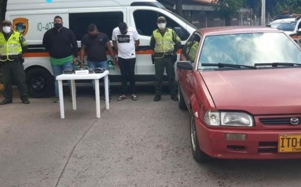 El policía retirado, el patrullero y el ciudadano.   FOTO/CORTESÍA.