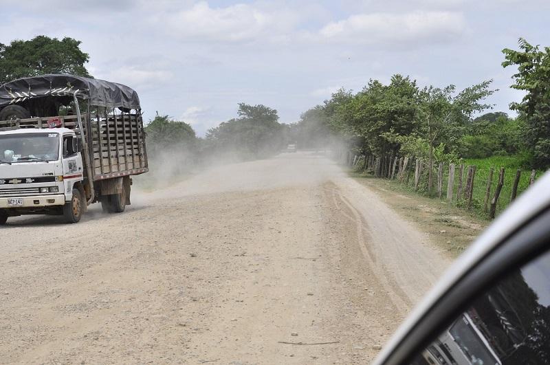 La carretera Cuatro Vientos – Codazzi será intervenida con una inversión estimada de $56.400 millones.   FOTO/ Joaquín Ramírez/EL PILÓN