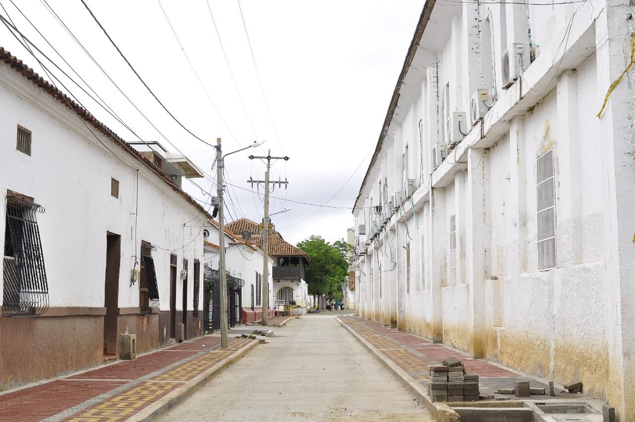 El Siva adelanta las obras de pavimentación e instalación de adoquines.