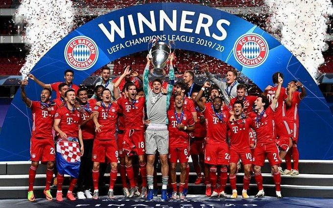 Pese a que Martínez anotó el gol, Manuel Neuer fue quien levantó el trofeo como capitán y una de las figuras del partido.  FOTO/CORTESÍA.