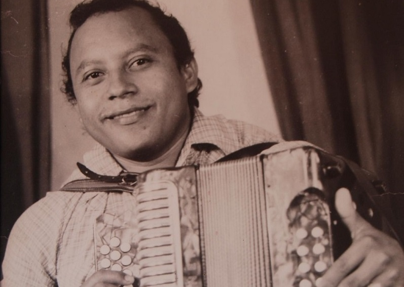 En la plenitud de su juventud, el maestro 'Chema' Ramos, el de la nota picada y vallenata.  FOTO/CORTESÍA.