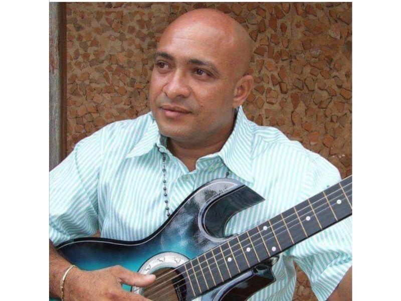 Raúl Enrique 'El Peke' Torres, cantautor y guitarrista.    FOTO/CORTESÍA