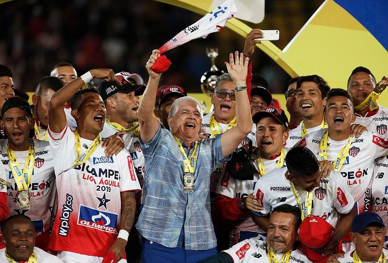 Julio Comesaña se acostumbró a celebrar títulos con el Junior.  FOTO/CORTESÍA.
