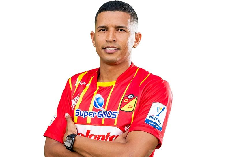 El vallenato Rafael Navarro viste la camiseta matecaña desde el año 2012 e hizo parte del ascenso del cuadro pereirano.  FOTO/CORTESÍA.
