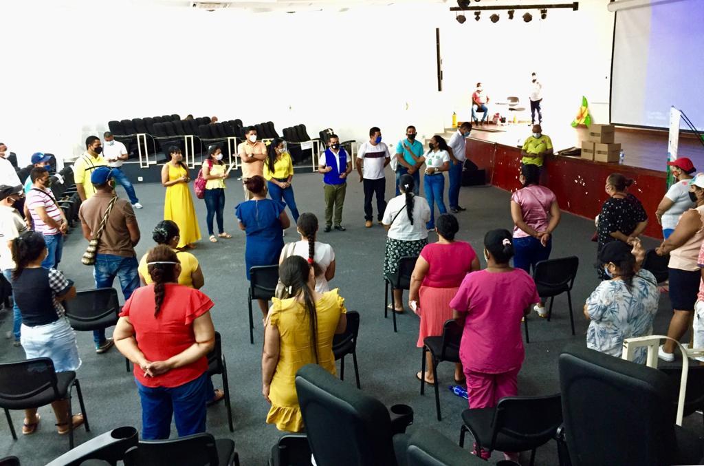 La Unidad de Atención a las víctimas hizo entrega de mercados a una asociación de mujeres víctimas y cabeza de hogar en el sector de la Jagua de Ibirico.   Foto: Cortesía/EL PILÓN