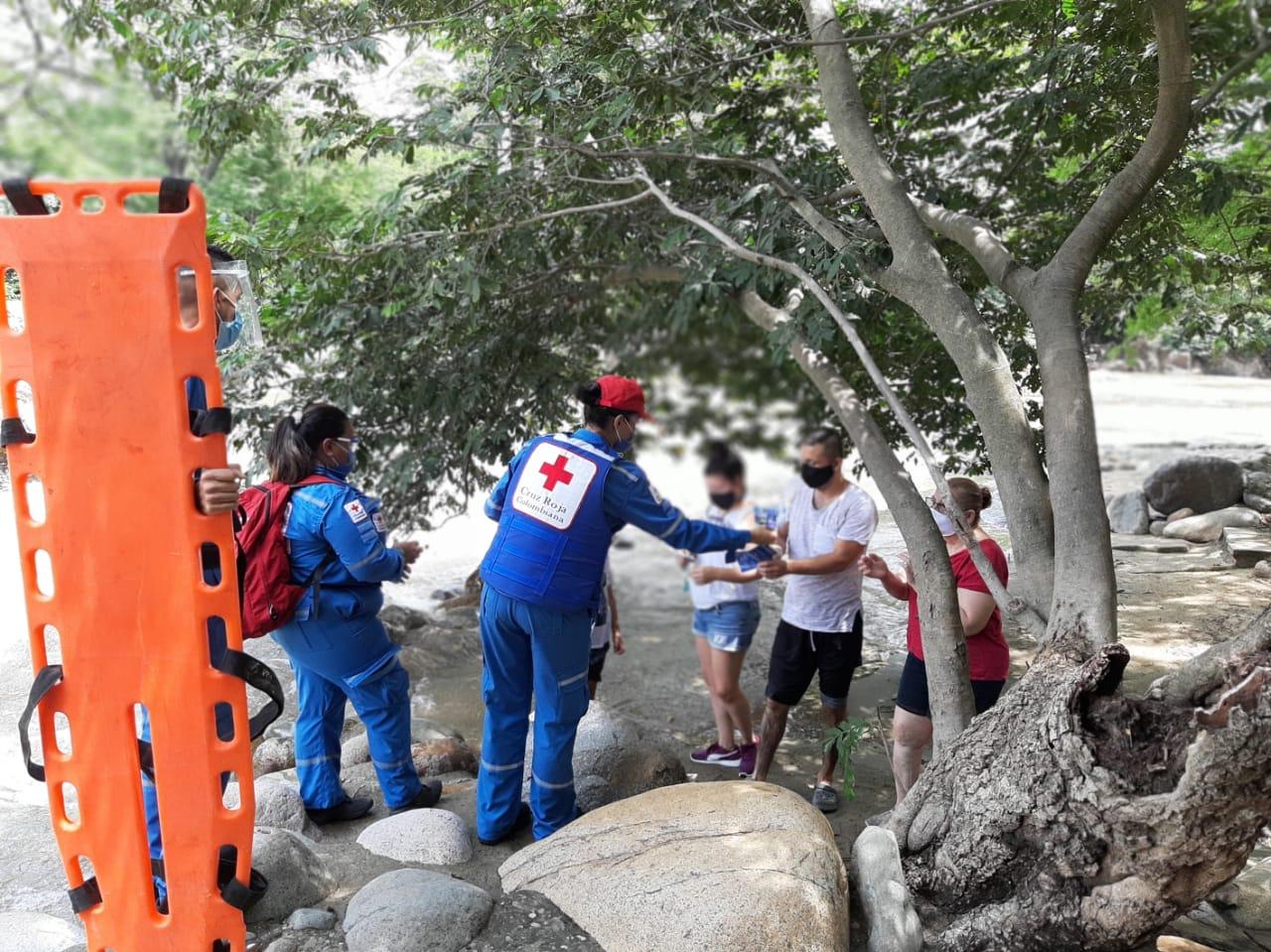 La Brigada de Emergencia empezó a brindar información sobre las medias para ingresar al balneario Hurtado.