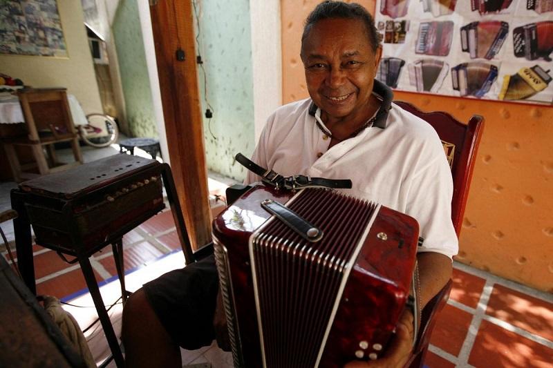 Ovidio Granados es considerado el artesano de los acordeones.   FOTO/CORTESÍA.