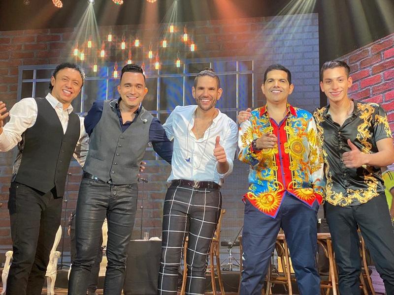 Peter Manjarrés estuvo acompañado de los acordeoneros Franco Argüelles, Sergio Luis Rodríguez, Juancho de la Espriella y Dani Maestre.   FOTO/CORTESÍA.