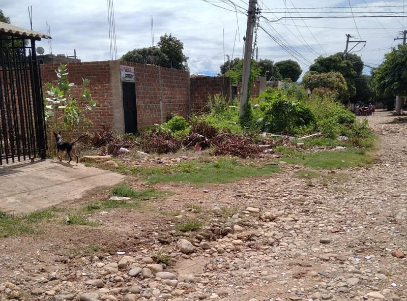 Algunas calles del barrio Villa Janeth están en mal estado, lo que dificulta el tránsito de los habitantes.  FOTO/CORTESÍA.