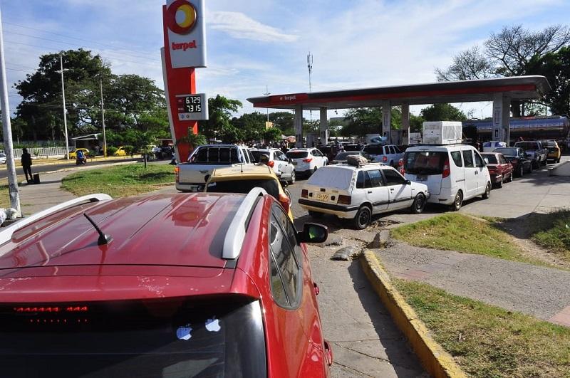El 80 %  de las estaciones de servicios solicitan combustible a precio pleno.   FOTO/JOAQUÍN RAMÍREZ.