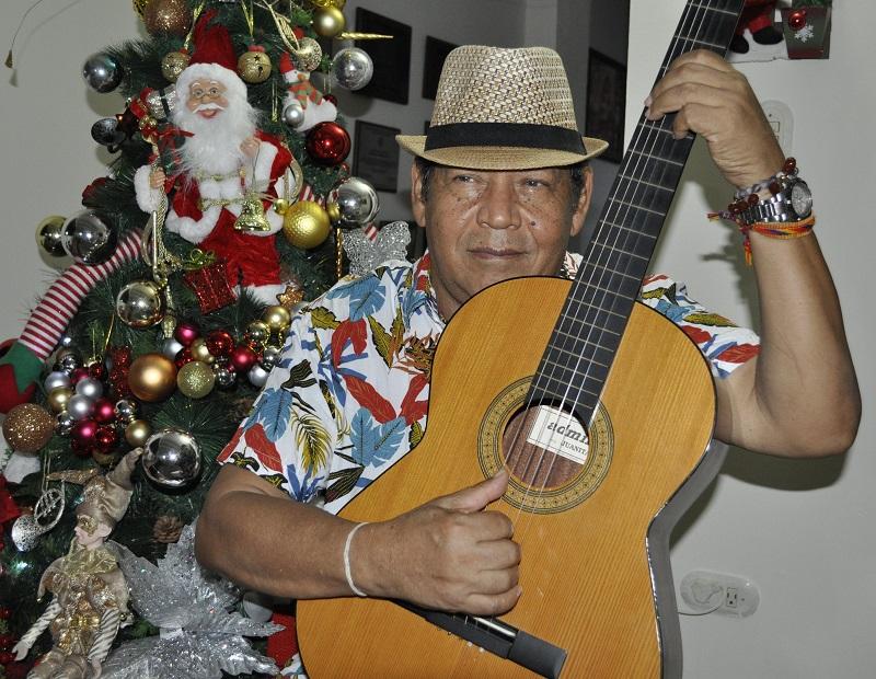 Las navidades, es la época más linda de los años, canta Rosendo Romero.  Foto: Daniel Gutiérrez Palomino.