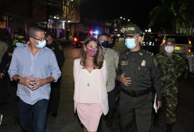 La vicepresidenta Marta Lucía Ramírez estuvo en la capital del Atlántico tras el atentado.   FOTO/CORTESÍA.