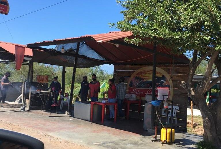 Las ventas de comidas están ubicadas en vía nacional Valledupar- La Paz.  FOTO/CORTESÍA.