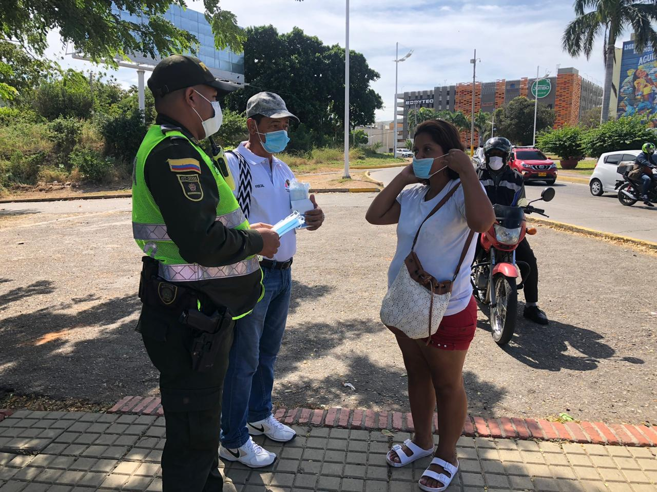 La Policía Nacional, a través del grupo de Prevención y Educación Ciudadana, resaltó las medidas vigentes decretadas por la Alcaldía de Valledupar. Foto: Joaquín Ramírez.