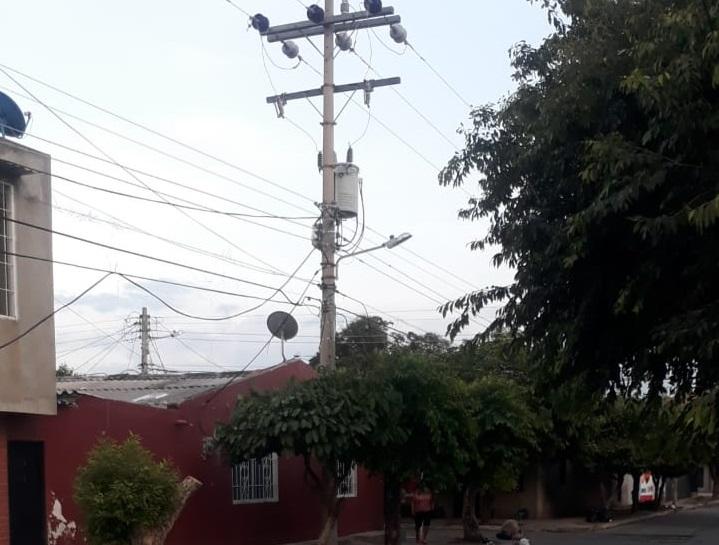 En el derecho de petición de la comunidad del barrio Casimiro Raúl Maestre solicita el cambio de los transformadores eléctricos.   FOTO/CORTESÍA.